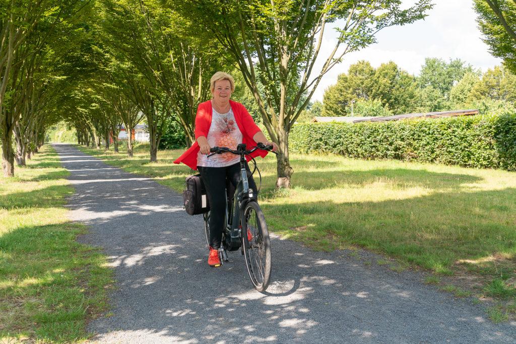 Birgit Biegel fährt Fahrrad