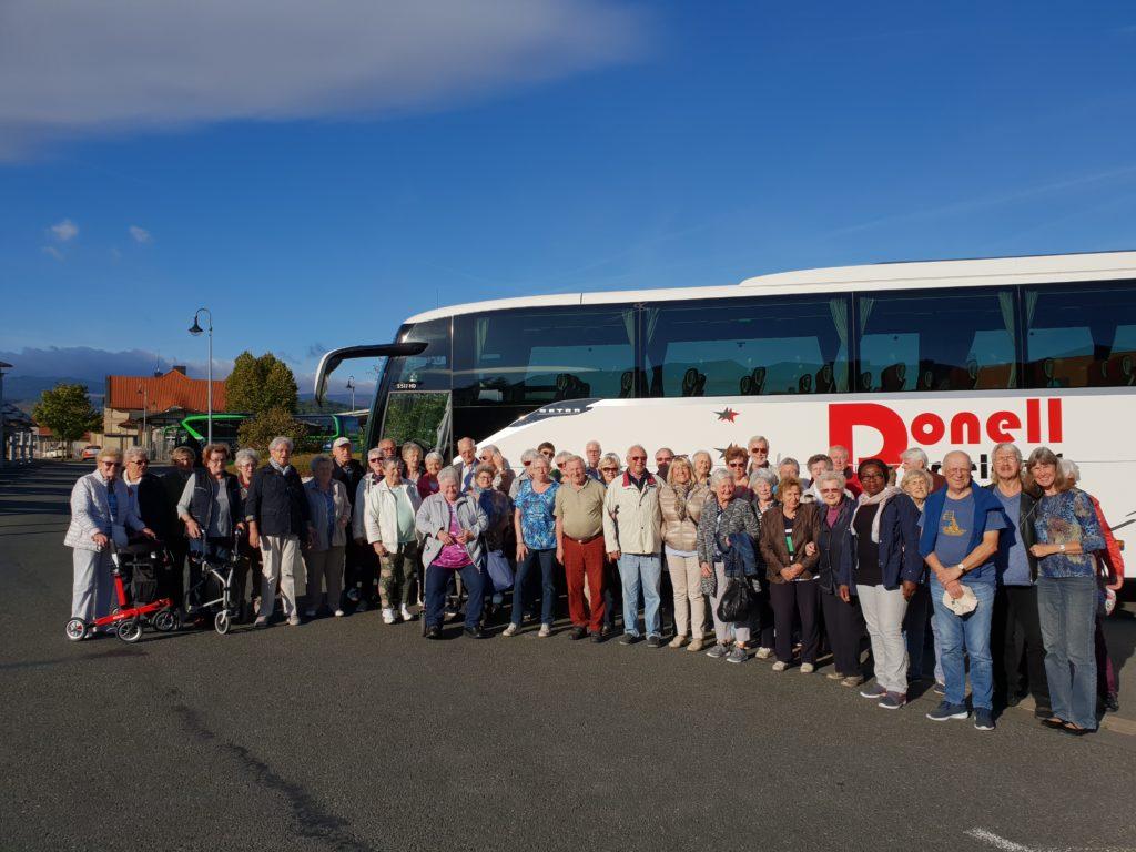 Bus mit Reisegruppe